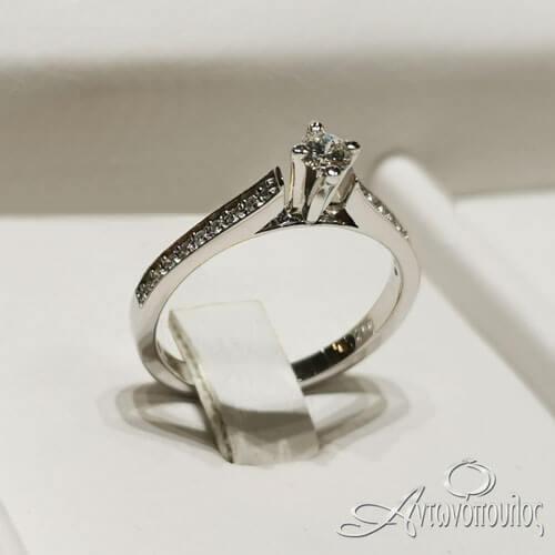 Δαχτυλίδι Μονόπετρο Λευκόχρυσο 18Κ με Διαμάντι Brilliant 0.22ct - rn033
